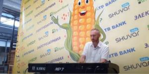 Алексей Петухов на рынке Початок